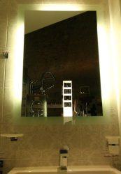 világító tükör 3 rejtett fénycsíkkal kétoldalt és felül